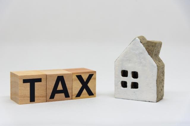 家の模型とTAXのブロック