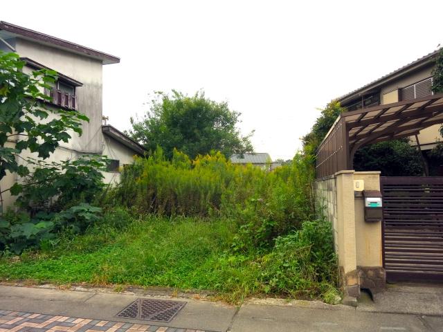 住宅街の空き地