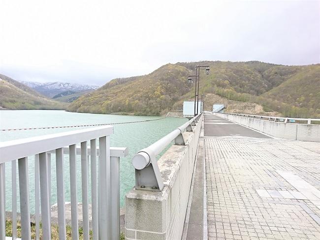 朝里ダムの上部