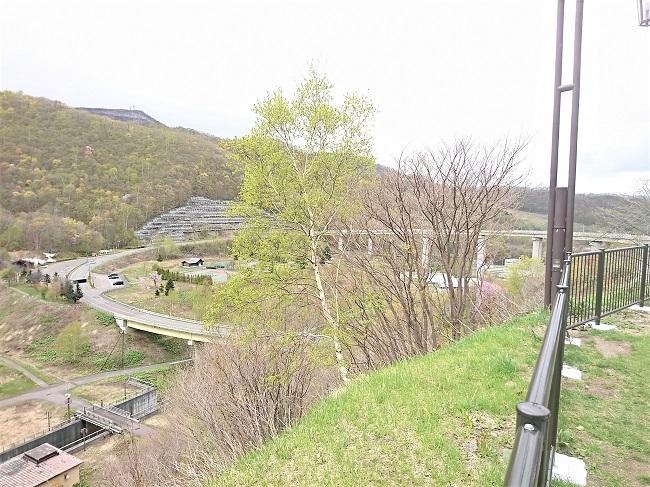 ダム上部から見る朝里ループ橋