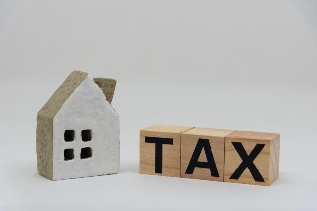 家の模型とTAX