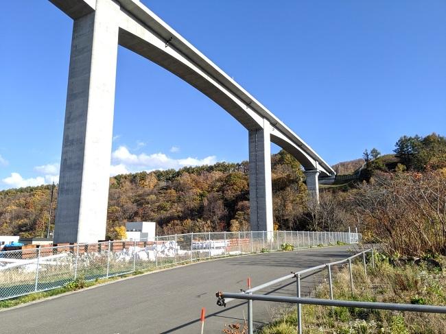 後志自動車道の架橋
