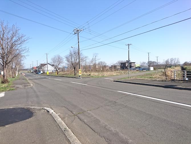 ニュータウンの十字路