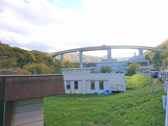 朝里ダムのループ橋