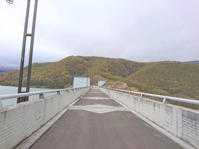 整備されたダムの道路