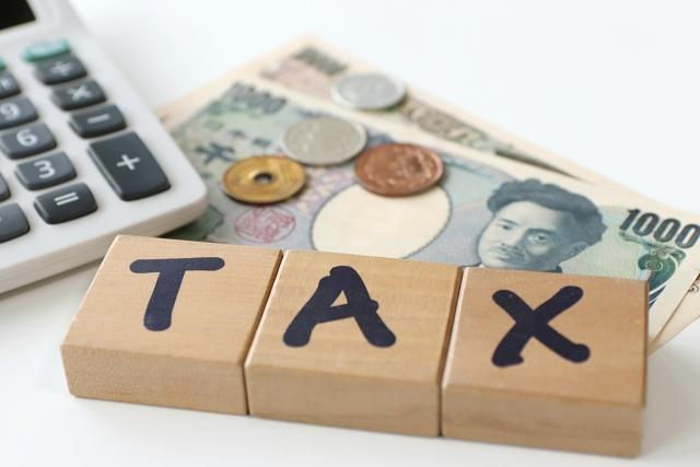 TAXの積み木と電卓とお金