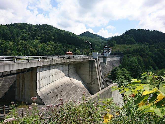 美唄ダムの堤防