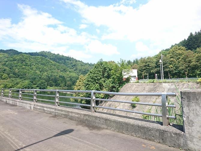 美唄ダムの歩道