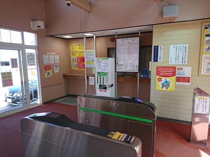 朝里駅の自動改札