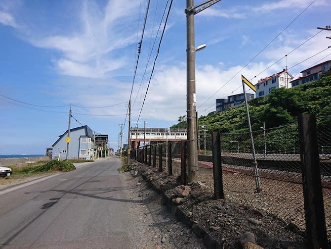 海に面した朝里駅