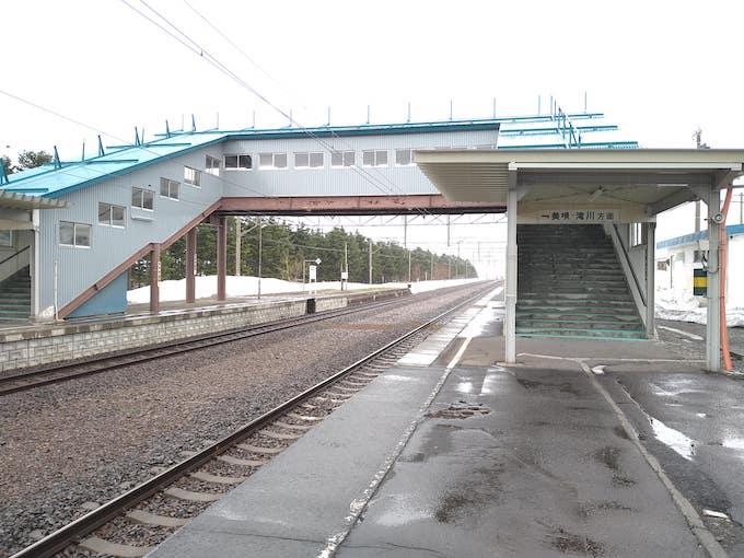現在の峰延駅の跨線橋